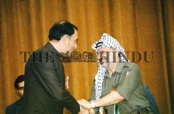 Image Id : 1021065 <span>Date : 1985-11-19 <span>Category : Politics</span>