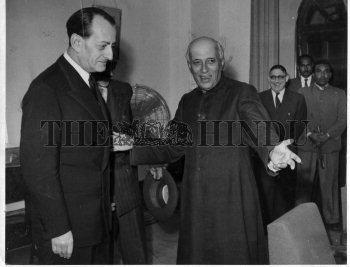 Image Id : 1121031 <span>Date : 1958-11-29 <span>Category : Politics</span>
