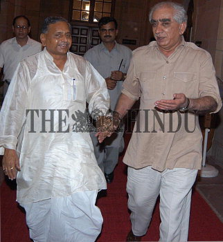 Image Id : 1672603 <span>Date : 2003-09-13 <span>Category : Politics</span>