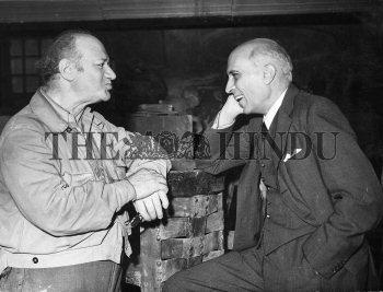 Image Id : 1689983 <span>Date : 1948-10-13 <span>Category : Politics</span>