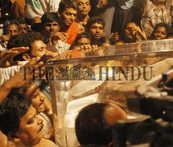 Image Id : 1983751 <span>Date : 2003-11-23 <span>Category : Politics</span>