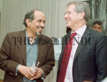 Image Id : 1995313 <span>Date : 2003-11-26 <span>Category : Politics</span>