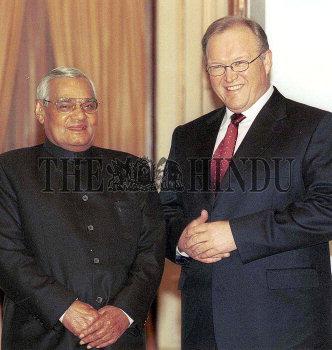 Image Id : 2181486 <span>Date : 2004-01-09 <span>Category : Politics</span>