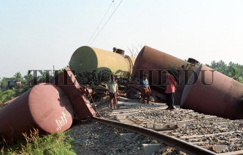 Image Id : 2198734 <span>Date : 2004-01-13 <span>Category : Disaster and Accident</span>
