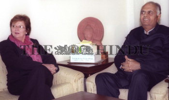 Image Id : 2269317 <span>Date : 2004-01-28 <span>Category : Politics</span>
