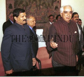 Image Id : 2294073 <span>Date : 2004-02-02 <span>Category : Politics</span>