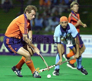 Image Id : 2329543 <span>Date : 2004-02-05 <span>Category : Sport</span>