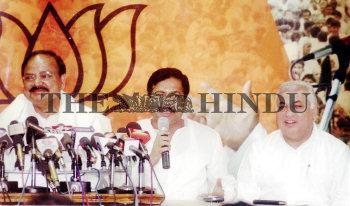 Image Id : 2394024 <span>Date : 2004-02-24 <span>Category : Politics</span>
