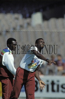 Image Id : 2404036 <span>Date : 1992-03-18 <span>Category : Sport</span>
