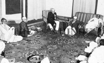 Image Id : 2456121 <span>Date : 1947-03-09 <span>Category : Politics</span>