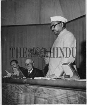 Image Id : 2536088 <span>Date : 1950-06-15 <span>Category : Politics</span>