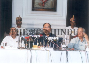 Image Id : 2552460 <span>Date : 2004-03-26 <span>Category : Politics</span>
