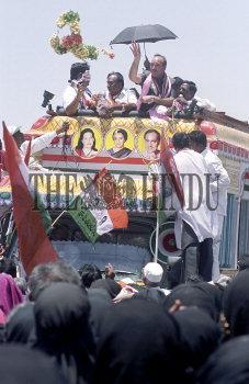 Image Id : 2649587 <span>Date : 2004-04-13 <span>Category : Politics</span>