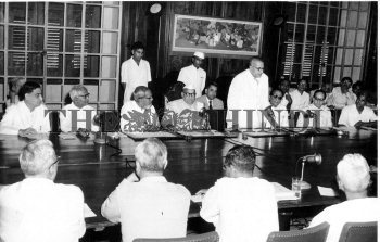 Image Id : 2723998 <span>Date : 1957-08-01 <span>Category : Politics</span>