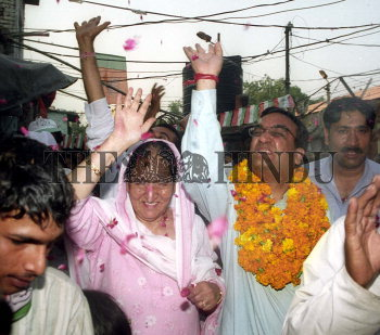 Image Id : 2759275 <span>Date : 2004-05-05 <span>Category : Politics</span>