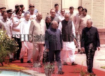 Image Id : 2931950 <span>Date : 2004-06-07 <span>Category : Politics</span>