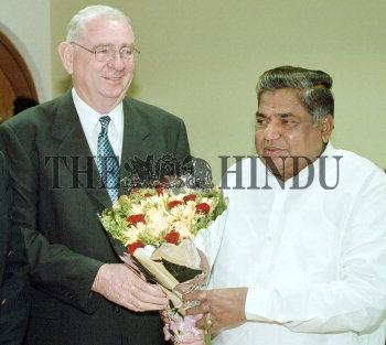 Image Id : 3128545 <span>Date : 2004-07-16 <span>Category : Politics</span>