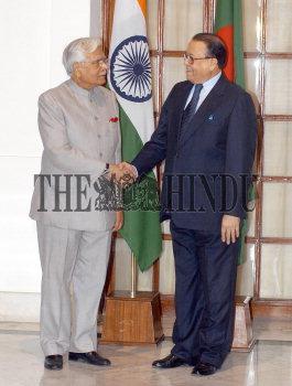 Image Id : 3748509 <span>Date : 2004-11-01 <span>Category : Politics</span>