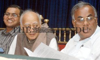 Image Id : 3753675 <span>Date : 2004-11-02 <span>Category : Politics</span>