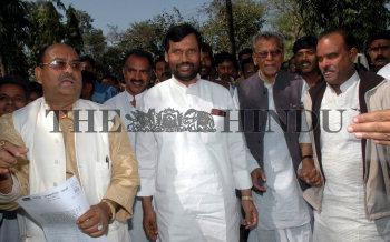Image Id : 4448242 <span>Date : 2005-03-03 <span>Category : Politics</span>