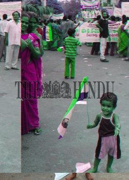 Image Id : 5093943 <span>Date : 2005-06-16 <span>Category : Politics</span>