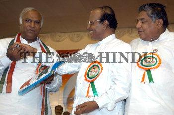 Image Id : 5331543 <span>Date : 2005-07-27 <span>Category : Politics</span>