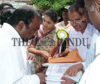Image Id : 5411794 <span>Date : 2005-08-10 <span>Category : Politics</span>