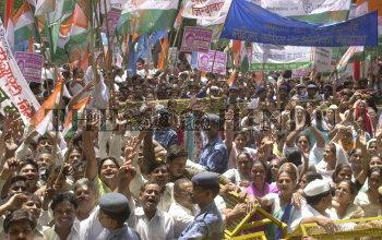 Image Id : 5500234 <span>Date : 2005-08-25 <span>Category : Politics</span>
