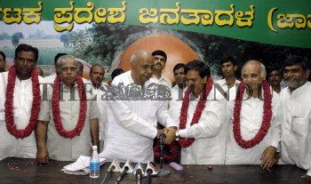 Image Id : 5569095 <span>Date : 2005-09-05 <span>Category : Politics</span>