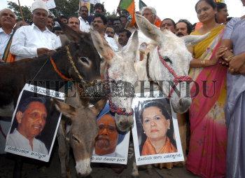 Image Id : 5594274 <span>Date : 2005-09-09 <span>Category : Politics</span>