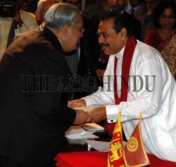 Image Id : 6142928 <span>Date : 2005-11-23 <span>Category : Politics</span>