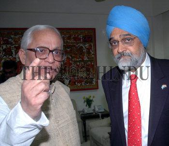 Image Id : 6310980 <span>Date : 2005-12-14 <span>Category : Politics</span>