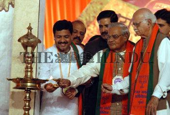 Image Id : 6418586 <span>Date : 2005-12-28 <span>Category : Politics</span>
