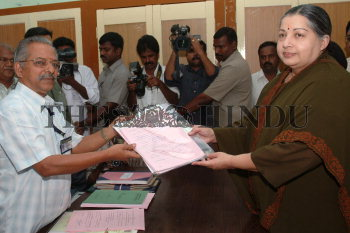 Image Id : 7464615 <span>Date : 2006-04-15 <span>Category : Politics</span>