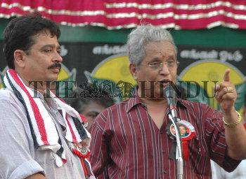 Image Id : 7618468 <span>Date : 2006-04-27 <span>Category : Politics</span>