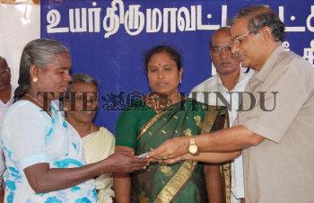 Image Id : 9356842 <span>Date : 2006-09-13 <span>Category : Politics</span>