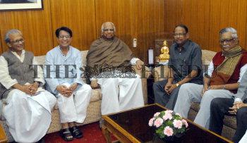 Image Id : 10384128 <span>Date : 2006-11-20 <span>Category : Politics</span>