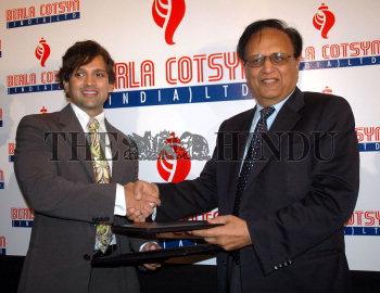 Mr  Yash Birla (let), Chairman, Yash Birla Group and Mr