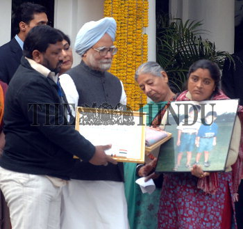 Image Id : 16535001 <span>Date : 2008-01-24 <span>Category : Politics</span>