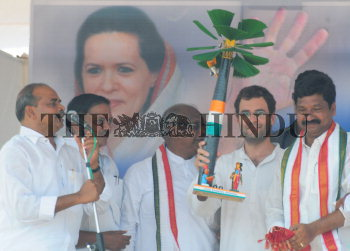 Image Id : 108222949 <span>Date : 2009-04-16 <span>Category : Politics</span>