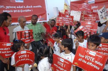 Image Id : 108437028 <span>Date : 2009-04-29 <span>Category : Politics</span>