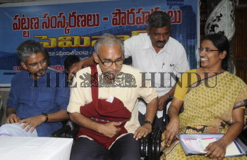 Image Id : 132589845 <span>Date : 2012-04-21 <span>Category : Politics</span>