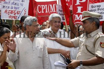 Image Id : 133527929 <span>Date : 2012-05-31 <span>Category : Politics</span>
