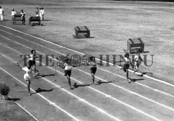 Image Id : 156979243 <span>Date : 1957-03-30 <span>Category : Sport</span>