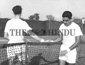 Image Id : 157171930 <span>Date : 1952-12-29 <span>Category : Sport</span>