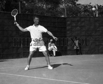 Image Id : 157294469 <span>Date : 1957-02-08 <span>Category : Sport</span>