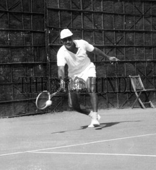 Image Id : 157294471 <span>Date : 1957-02-08 <span>Category : Sport</span>