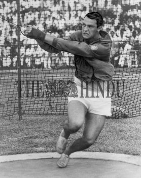 Image Id : 157535044 <span>Date : 1962-11-07 <span>Category : Sport</span>
