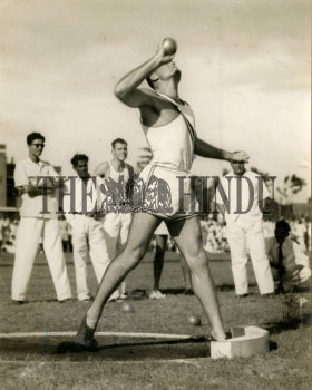Image Id : 157634214 <span>Date : 1955-11-12 <span>Category : Sport</span>