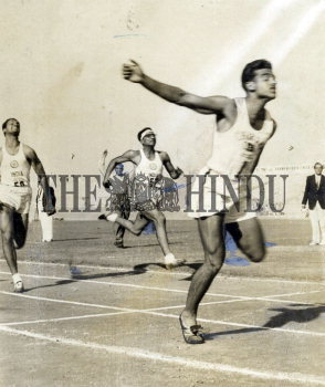Image Id : 157634991 <span>Date : 1956-03-13 <span>Category : Sport</span>